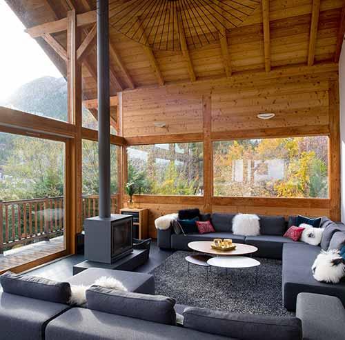 Salon luxueux et convivial au chalet snowbird